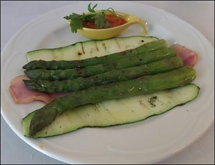 Espárragos verde con salsa romesco - Gírona