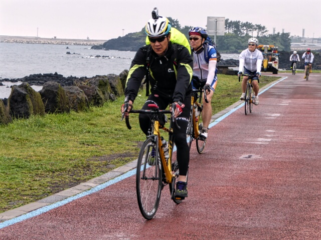 There is a blue line for cyclists to follow around the whole island