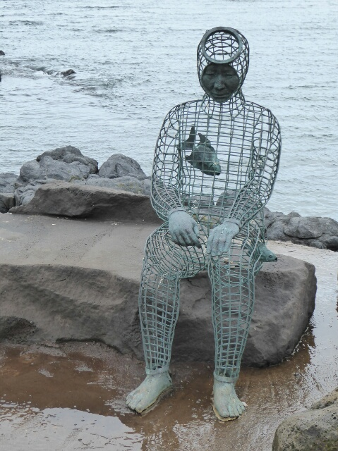 Wire sculpture of a Haenyeo (Woman Diver)