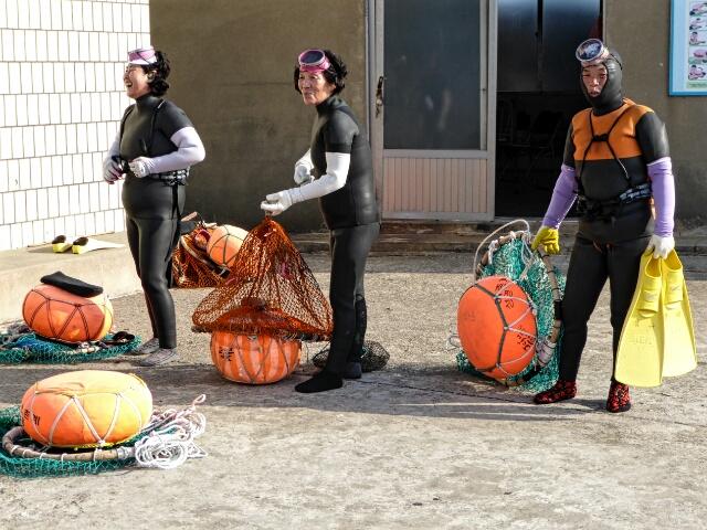 Haenyeo (Jeju lady divers) preparing to dive
