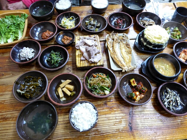 ... produces Jeongsik, a complete Korean lunchtime meal