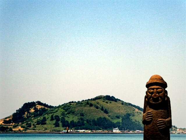 "Stone ""Grandfather"" in front of Biyang-do (island)"
