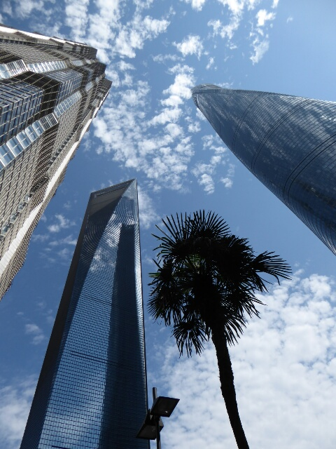 Blue sky day in Shanghai wth the world's 2nd highest building