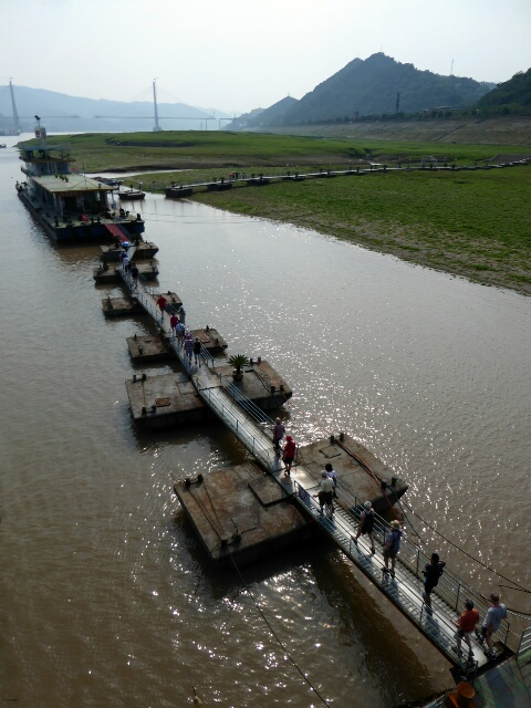 The wharves float to allow changing water depth