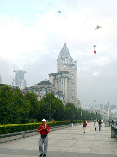 Morning kite flying on the Bund