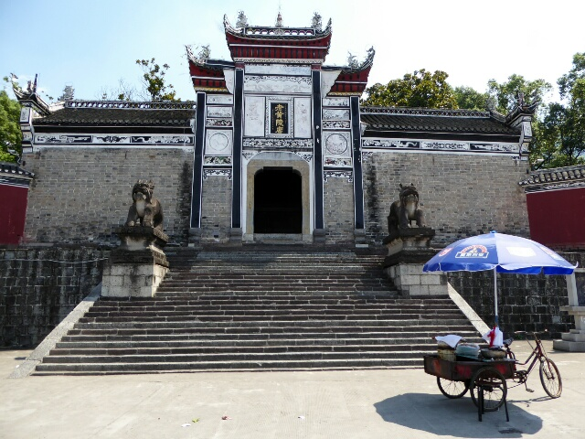 Temple near Three Gorges Dam
