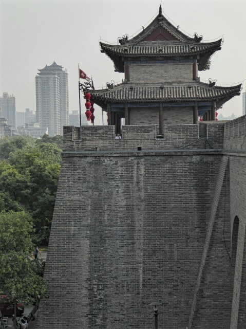Xi'an has the best preserved ancient city wall in the world - 13.7 km around