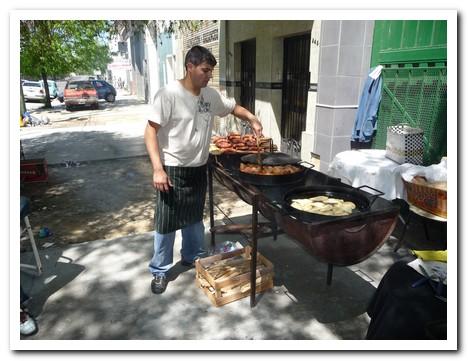 Feria de Mataderos - cooking chorizo