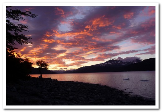Sunrise over Lago Grey