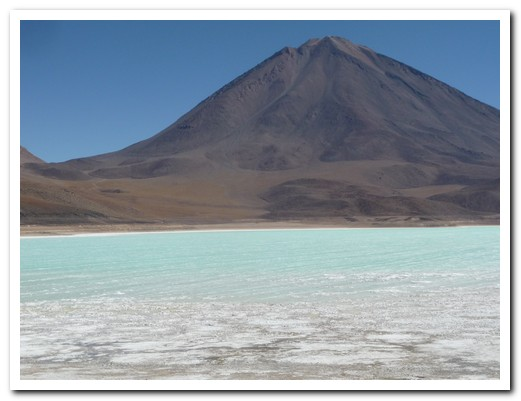 Laguna Verde, green from arsenis and magnesium