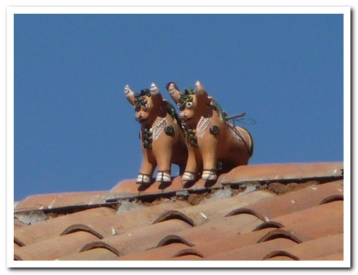 Ceramic bulls on the roof to say thank you to the Mother Earth