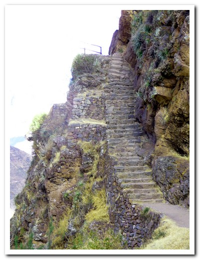 Steep stairway at Písac