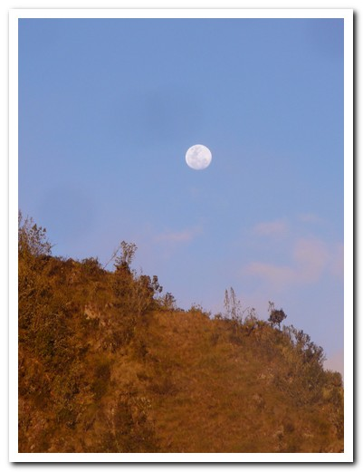 Full moon on the trek