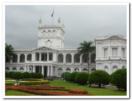 The President lives here in downtown Asunción ...